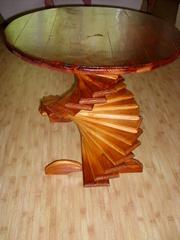 Деревянный  винтовой стол