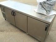 Продам трехдверный холодильный стол бу для кафе